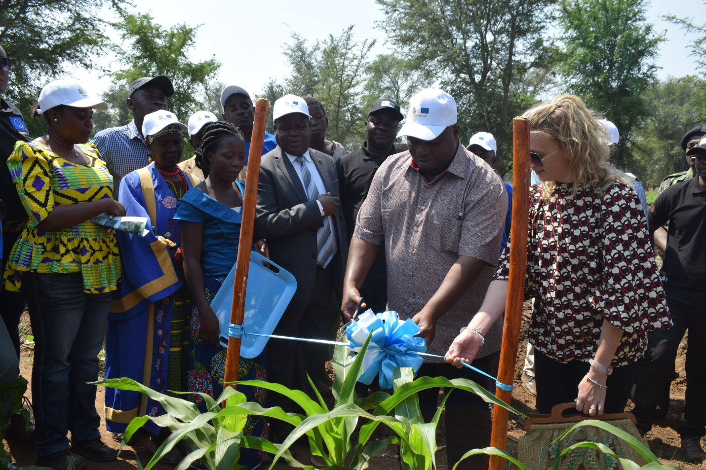 Hon. Kondwani Nankhumwa, Minister of Agriculture, Irrigation and Water Development and Beatrice Neri, EU Head of Sustainable Agriculture Jointly cut a ribbon during Commissioning of Tchanga Irrigation Scheme in Dedza